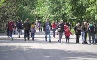 снимка 1 Зоопаркът – вход свободен. Тълпи от хора, подплашени животни