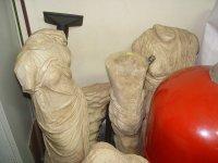 снимка 5 В кашони, на пода, край тръби - нови антики в офисите на Васил Божков (СНИМКИ)
