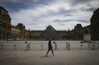 Лувърът отваря врати на 6 юли, Версай - месец по-рано