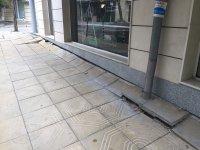 снимка 1 Столичен блок пропада в тротоар от години, тепърва търсят каква е причината