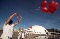 снимка 4 Червени балони в памет на жертвите на COVID-19 в Бразилия