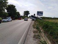 Автобус по линията Пещера-Пловдив падна в канавка, няма пострадали