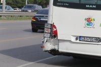 """снимка 8 Снимки от катастрофата на """"Цариградско"""": Разпилени части от мотора, ударен автобус"""