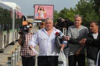 """снимка 2 Снимки от катастрофата на """"Цариградско"""": Разпилени части от мотора, ударен автобус"""