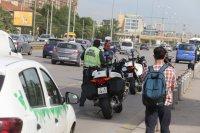 """снимка 3 Снимки от катастрофата на """"Цариградско"""": Разпилени части от мотора, ударен автобус"""