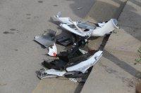 """снимка 6 Снимки от катастрофата на """"Цариградско"""": Разпилени части от мотора, ударен автобус"""