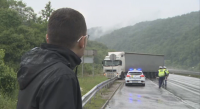 "ТИР почти отнесе полицейски автомобил на АМ ""Хемус"" (Видео)"