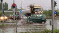 Рекордно количество дъжд блокира движението във Варна