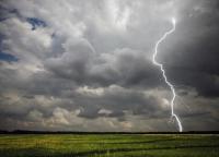 Жълт код за проливни валежи и силни гръмотевични бури в цялата страна днес