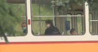 Носят ли хората маски в градския транспорт?