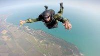 снимка 1 Морският спецотряд със зрелищни парашутни скокове