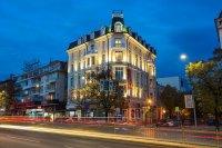 Над 97% спад в приходите отчитат хотелите във Варна за април
