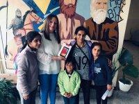 Семейство със 7 деца получи таблет за дистанционно обучение