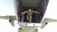 снимка 6 Морският спецотряд със зрелищни парашутни скокове
