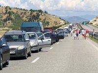 След края на ограниченията: Километрични опашки на влизане в Гърция