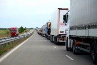 """Пети ден – километрични тапи от тирове на """"Дунав мост"""" в Русе"""