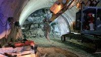 """снимка 3 Няма опасност за живота на работниците, затрупани в тунел """"Железница"""""""