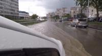 Порой наводни пътища и подземни паркинги във Варна
