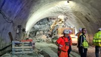 """Няма опасност за живота на работниците, затрупани в тунел """"Железница"""""""