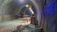"""снимка 5 Няма опасност за живота на работниците, затрупани в тунел """"Железница"""""""
