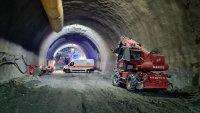 """снимка 1 Няма опасност за живота на работниците, затрупани в тунел """"Железница"""""""
