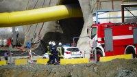"""Всички работници от тунел """"Железница"""" са живи, уточнява се състоянието им (СНИМКИ)"""
