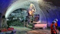 """снимка 2 Няма опасност за живота на работниците, затрупани в тунел """"Железница"""""""