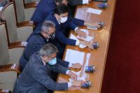 Столичното РЗИ ще установява кои депутати са били без защитни маски днес в НС