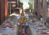 Конвейер вместо сервитьори - иновация за безопасност на туристите във варненски хотел