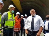 """Борисов за инцидента в тунел """"Железница"""": Дъждовете са направили скалата в забоя ронлива"""