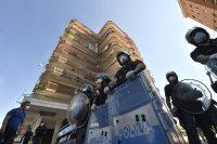 снимка 5 Българи под карантина в Мондрагоне - в сблъсъци с местни жители и полиция (Снимки)