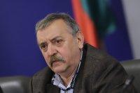 COVID съветите на проф. Кантарджиев: Прегръдки с приятели – не. Балове и сватби – на открито