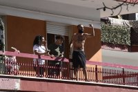 снимка 4 Българи под карантина в Мондрагоне - в сблъсъци с местни жители и полиция (Снимки)