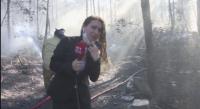 Хеликоптер заля с вода турски тв екип, който отразява пожар (Видео)