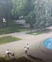 Вандали вилняха пред Съдебната палата в Русе (ВИДЕО)