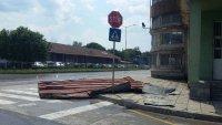 снимка 6 Лек автомобил пропадна в голяма дупка във Варна