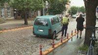 снимка 7 Лек автомобил пропадна в голяма дупка във Варна