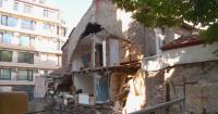 Част от двуетажна къща в Пловдив рухна след изкопни работи за нов строеж