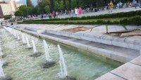 Софиянци си изпраха килимите на фонтаните пред НДК