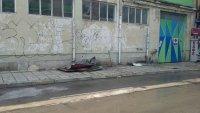 снимка 4 Лек автомобил пропадна в голяма дупка във Варна