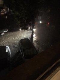 снимка 7 Мощна буря в София: Наводнени улици и закъсали коли