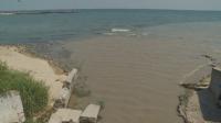 Мръсна вода се излива в морето на градския плаж във Варна