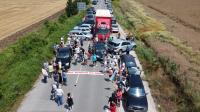 """""""Добре дошли на Марс"""": протест срещу лошото състояние на пътя Русе-Кубрат"""