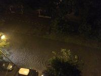 снимка 4 Мощна буря в София: Наводнени улици и закъсали коли