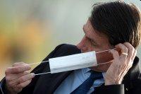 Болсонаро наложи вето върху задължителното носене на маски на закрито