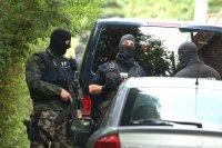 Близък на Божков, шефът на охраната му и частен детектив арестувани в София и Сандански