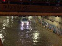 снимка 3 Мощна буря в София: Наводнени улици и закъсали коли
