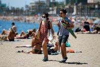 Испания върна карантината в две провинции, маските са задължителни дори на плажа