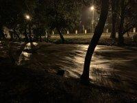 снимка 2 Мощна буря в София: Наводнени улици и закъсали коли