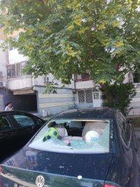 снимка 3 Мъж потроши 7 автомобила пред блок в Пловдив